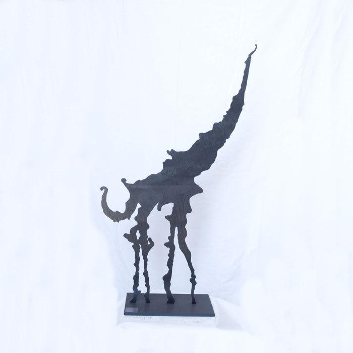design acier noir statue girafe statuette figurine. Black Bedroom Furniture Sets. Home Design Ideas
