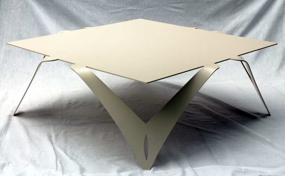 Table basse blanche ivoire table basse carr e design m tal for Table basse acier design