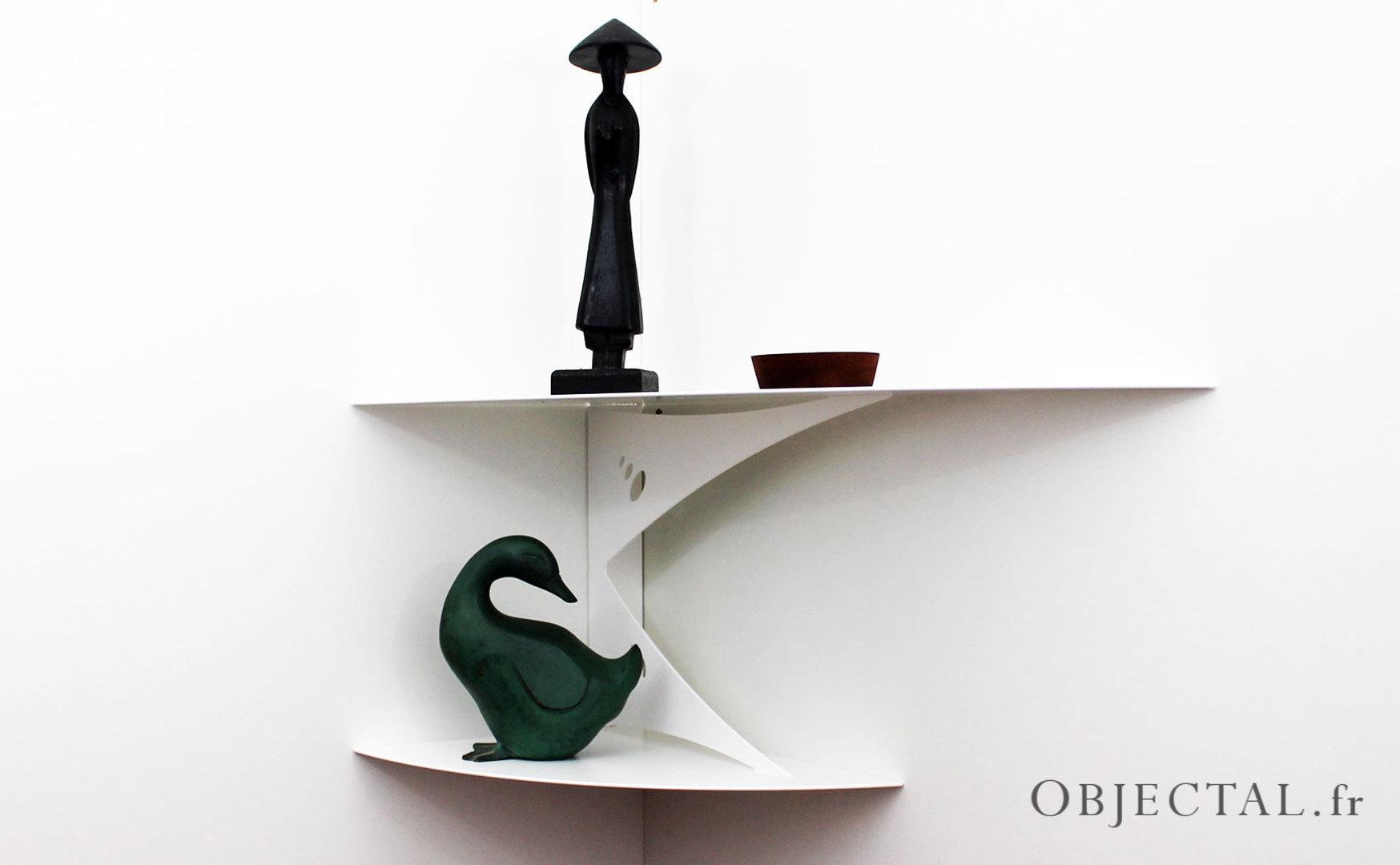 etag re d 39 angle murale blanche design moderne fixation. Black Bedroom Furniture Sets. Home Design Ideas