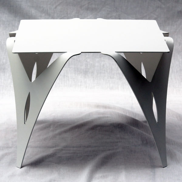 petite table de chevet blanche bout de canap blanc design m tal. Black Bedroom Furniture Sets. Home Design Ideas