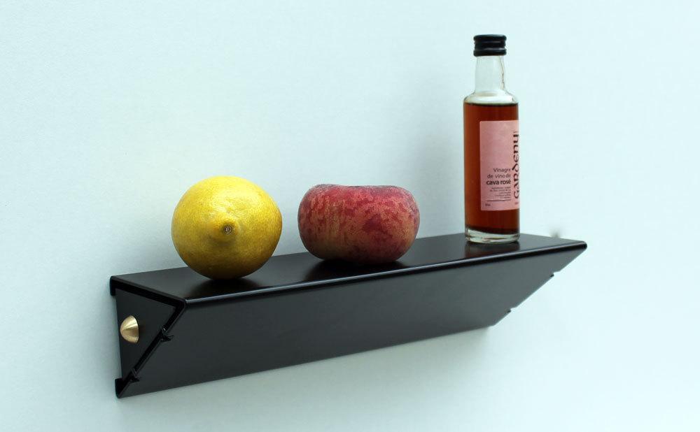 petite tag re murale moderne design slend tablette m tal. Black Bedroom Furniture Sets. Home Design Ideas